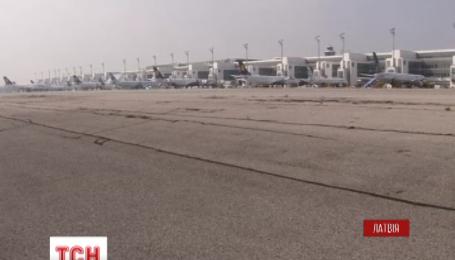Рижский аэропорт приостановил работу из-за угрозы взрыва