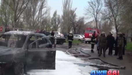 В Запорожье сгорел автомобиль с водителем внутри
