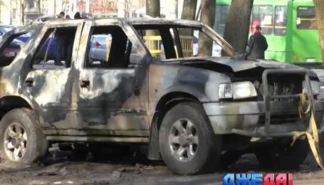 На улице Космонавтов в центре Харькова ночью взорвали автомобиль