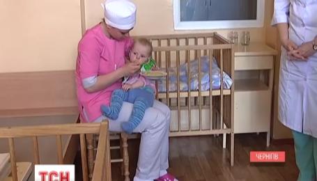 Правоохоронці знайшли маму, яка підкинула дитину до лікарні в Чернігові