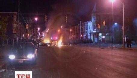 В Балтиморе начался хаос: бунты, мародерство и пожары охватили улицы