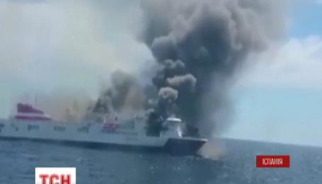 У побережья Майорки загорелся испанский пассажирский паром
