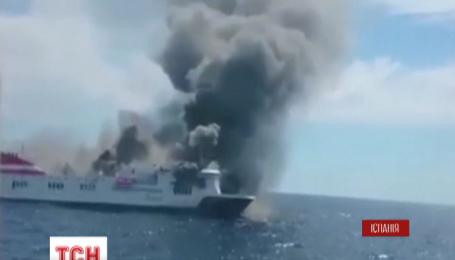 156 пассажиров и членов экипажа эвакуировали с горящего парома в Средиземном море