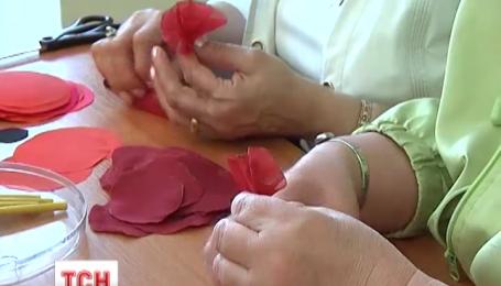 Красный мак ежедневно учат изготавливать в Кировоградском художественном музее