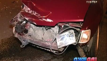 На Житомирском шоссе столкнулись BMW и Mitsubishi
