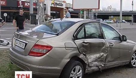 На проспекті Бажана зіткнулися Mercedes і BMW
