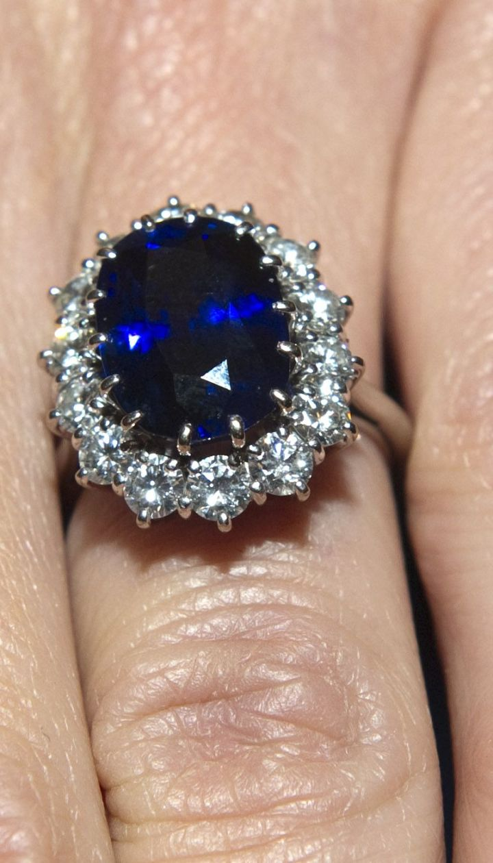 Кольцо принцессы Дианы - матери Уильяма @ Getty Images