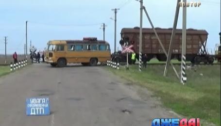 В Херсонской области автобус столкнулся с грузовым поездом