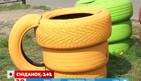 У дворах українці створюють тварин із шин