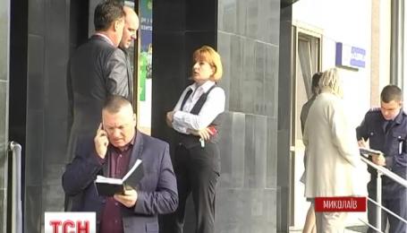 В Николаеве напали на клиентку банка и похитили сумку с 4 миллионами гривен