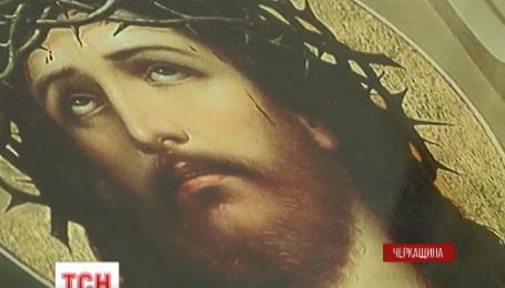 В храмі, який збудував сам Богдан Хмельницький, закровоточила ікона Христа Спасителя