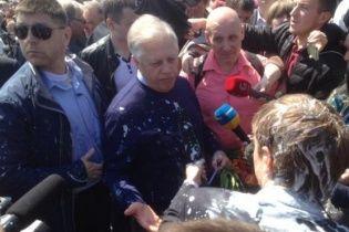На митинге коммунистов Симоненко в лицо плеснули кефир