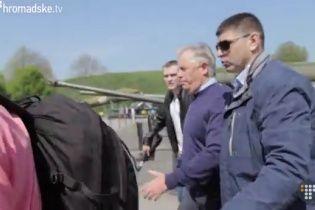 В Сети появилось видео побега Симоненко через деревья с митинга коммунистов