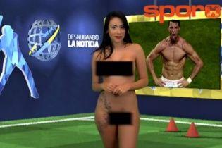 Сексапільна ведуча в ефірі повністю роздяглася під час сюжету про Роналду
