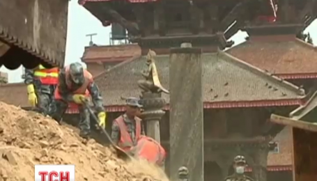 Непальська влада не розраховує знайти живих під завалами будівель