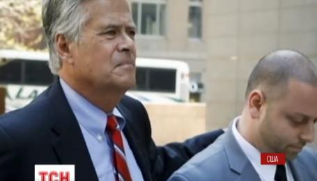 Голову сенату штату Нью-Йорк та його сина затримали за підозрою у шахрайстві