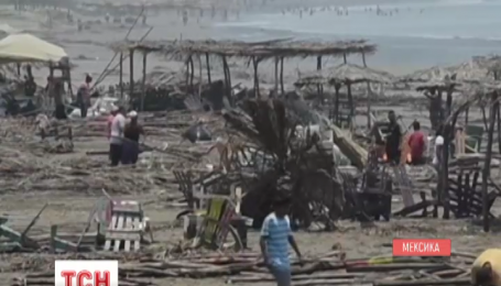 По меньшей мере три человека погибли в Мексике из-за волн