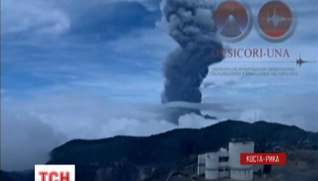 Недалеко от столицы Коста-Рики проснулся вулкан