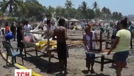 Из-за огромной волны на побережье Мексики погибли люди