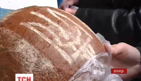 В Виннице пекут патриотический хлеб