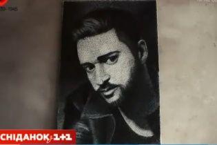 """Тернопольский художник поразил портретом известного певца, который """"нарисовал"""" нитками"""