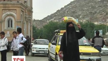 Вбивць афганської жінки, яка нібито спалила Коран, засудили до смертної кари