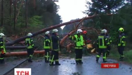Потужний шторм налетів на північ Німеччини та зруйнував маленькі міста
