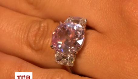 Редкий розовый бриллиант уйдет с молотка в Женеве