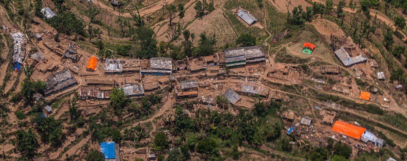У Непалі зник пасажирський літак з двома десятками людей на борту