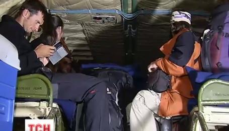 Літак з врятованими українцями вирушив до Києва