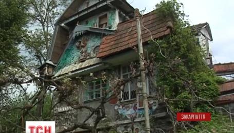 В Закарпатском Нижнем Солотвино есть свой Дом с химерами