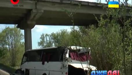 В Кировоградской области рейсовый автобус с пассажирами сорвался в пропасть