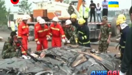 Грузовик раздавил легковушку с пассажирами в Китае