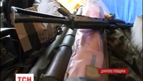 В Днепропетровск не пустили арсенал оружия с зоны АТО