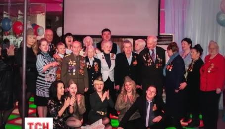 У Росії для ветеранів влаштували свято в стрип-клубі