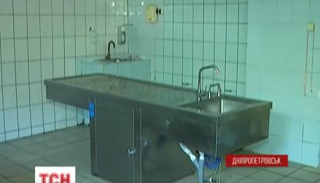 Тела пятерых погибших военных доставили в днепропетровский морг за минувшие сутки