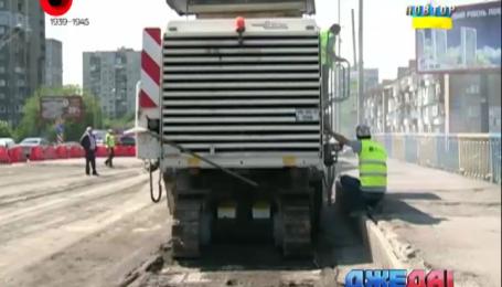 На проспекте Победы в Киеве продолжаются ремонтные работы