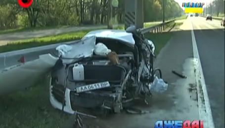 Девушка на суперкаре сбила дорожников на бориспольской трассе