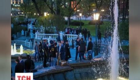 Путінський «президентський полк» залив шампанським вічний вогонь в Москві