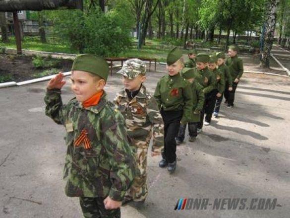 "У Горлівці дітей одягли у форму ""Беркута""_6"