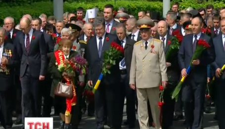 Покладання квітів Президентом України в Парку Слави