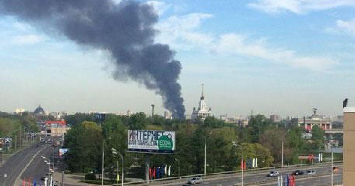 Дим від сильної пожежі на складі в Москві видно на кілька кілометрів @ Звезда