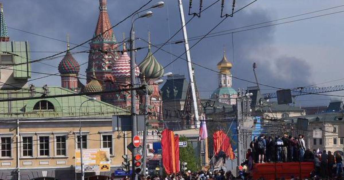Дим від сильної пожежі на складі в Москві видно навіть на Красній площі @ Все плохо