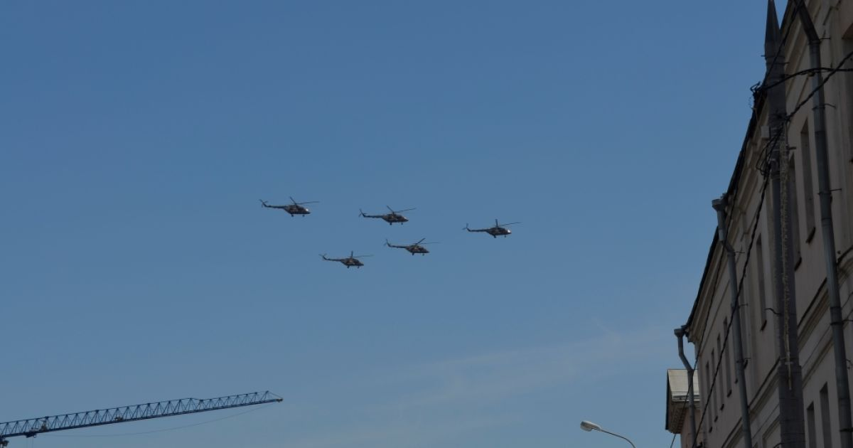Росіяни так і не змогли потрапити на розрекламований парад @ Фото Дмитра Флоріна