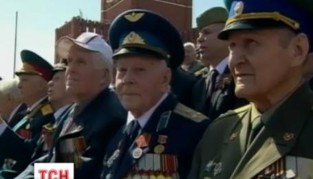 Москва показала нечисленним друзям, які погодилися приїхати до Росії грандіозний парад
