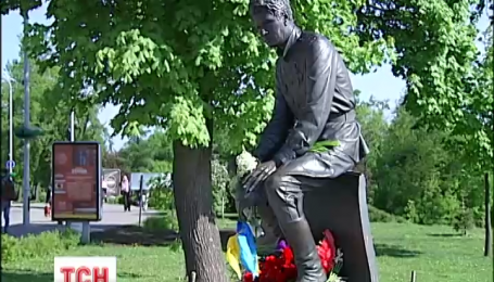 15 лет подряд пилоты МАУ в этот день встречаются у памятника Военным летчикам