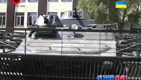 Бойцы полка «Днепро-1» переделали плавающий бронетранспортер на боевую машину