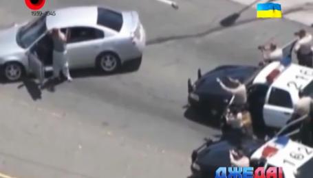 В Лос-Анджелесе парень угнал авто на стоянке и гарцевал пло городу