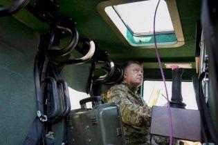 Порошенко зізнався, яку новітню військову техніку відправили в зону АТО