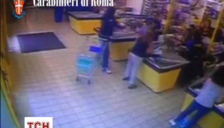 Злодій хотів пограбувати супермаркет, а отримав прочуханки